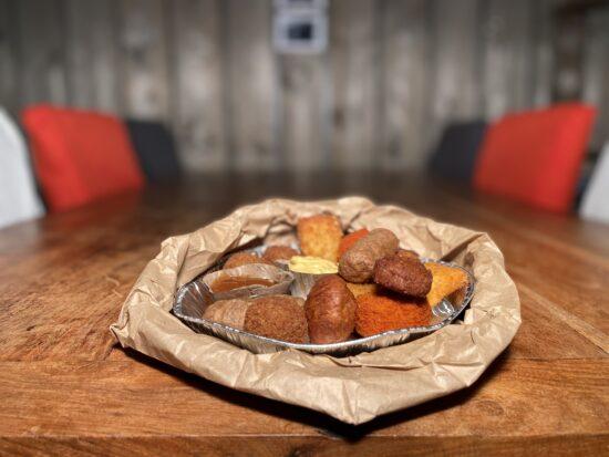 De Schuur van Poortvliet Snackbar Friettent Friet Menu Eten Terras Zeeland Borrelmix Borrelhapje Borrelsnack Borrel Borrelen Drankje doen